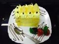 ananas, frisca si vanilie, cu blat de vanilie, glazura de ananas si decor cu ananascofetarie_romanesca_torturi_prajituri_londra