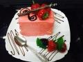 capsuni, frisca si vanilie, cu blat de vanilie, glazura de capsuni si decor cu capsunicofetarie_romanesca_torturi_prajituri_londra