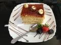 caramel si frisca, cu blat de vanilie, decor de ciocolata si caramelcofetarie_romanesca_torturi_prajituri_londra