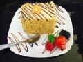 caramel si vanilie, blat de vanilie si decor de caisecofetarie_romanesca_torturi_prajituri_londra