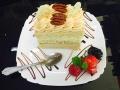 caramel si vanilie, blat de vanilie si decor de nucacofetarie_romanesca_torturi_prajituri_londra