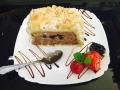 ciocolata cu mure, blat de vanilie, decor de migdalecofetarie_romanesca_torturi_prajituri_londra