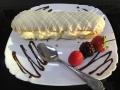 ecler cu glazura de ciocolata alba si crema de vaniliecofetarie_romanesca_torturi_prajituri_londra