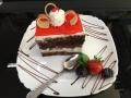 iaurt, frisca si ciocolata, cu blat de cacao, decor de capsuni si friscacofetarie_romanesca_torturi_prajituri_londra