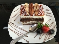 iaurt, frisca si ciocolata, cu blat de cacao, decor de caramel, nuci si ciocolatacofetarie_romanesca_torturi_prajituri_londra