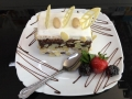 iaurt, frisca si ciocolata, cu blat de cacao si decor de vanilie si migdalecofetarie_romanesca_torturi_prajituri_londra