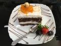 iaurt si ciocolata, cu blat de cacaco, decor de caise si vaniliecofetarie_romanesca_torturi_prajituri_londra