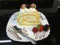 rulada de vanilie cu blat de vanilie si decor cu fructecofetarie_romanesca_torturi_prajituri_londra