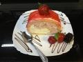 rulada de vanilie si capsuni, cu blat de vanilie si decor de capsunicofetarie_romanesca_torturi_prajituri_londra