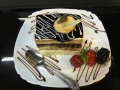 vanilie ci ciocolata, cu blat de vanilie si decor de ciocolatacofetarie_romanesca_torturi_prajituri_londra