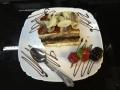 vanilie si ciocolata, cu blat de vanilie si decor de caramel si migdalecofetarie_romanesca_torturi_prajituri_londra