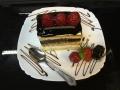 vanilie si ciocolata, cu blat de vanilie si decor de zmeura si ciocolatacofetarie_romanesca_torturi_prajituri_londra